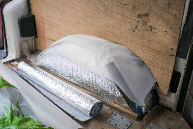Using-bubble-wrap-to-insulate-wheel-arch-of-VW-T4-Transporter-van