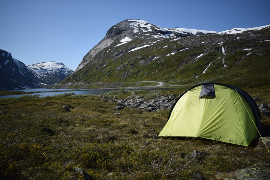 Wild-camping-by-Lakes-mountains-and-waterfalls-in-Norway